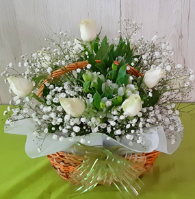 12 White roses in a Basket